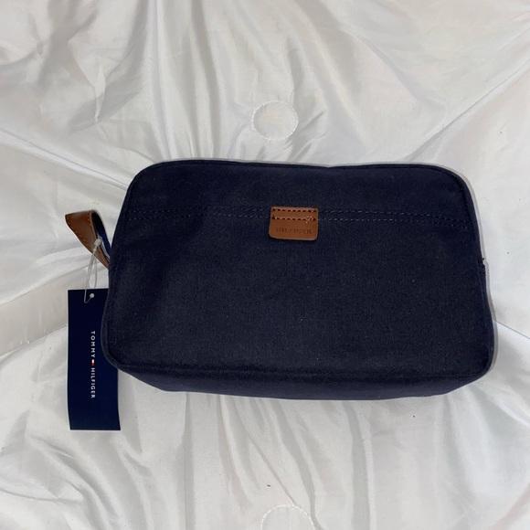 Tommy Hilfiger travel kit